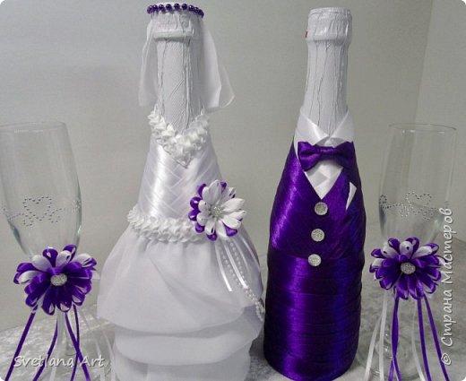 """Вот такой наборчик получился(казна,3 свечи,2 бокала, """"жених и невеста""""- 2 бутылки, книга для пожеланий, ручка, подушка для колец, корзиночка для лепесточков,2 заколки для маленьких дружек, подвязка и табличка с надписью """"идет невеста"""". фото 4"""