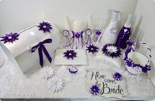 """Вот такой наборчик получился(казна,3 свечи,2 бокала, """"жених и невеста""""- 2 бутылки, книга для пожеланий, ручка, подушка для колец, корзиночка для лепесточков,2 заколки для маленьких дружек, подвязка и табличка с надписью """"идет невеста"""". фото 1"""
