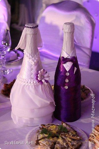 """Вот такой наборчик получился(казна,3 свечи,2 бокала, """"жених и невеста""""- 2 бутылки, книга для пожеланий, ручка, подушка для колец, корзиночка для лепесточков,2 заколки для маленьких дружек, подвязка и табличка с надписью """"идет невеста"""". фото 15"""
