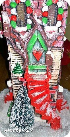 Зимой один магазин для хобби устраивал Рождественский конкурс поделок. Нужно было сделать любую поделку на Новогоднюю тему. Я сделала домик-светильник и заняла 1-ое место ))) фото 5