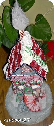 Зимой один магазин для хобби устраивал Рождественский конкурс поделок. Нужно было сделать любую поделку на Новогоднюю тему. Я сделала домик-светильник и заняла 1-ое место ))) фото 8