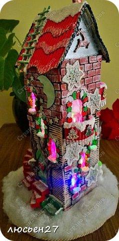 Зимой один магазин для хобби устраивал Рождественский конкурс поделок. Нужно было сделать любую поделку на Новогоднюю тему. Я сделала домик-светильник и заняла 1-ое место ))) фото 11