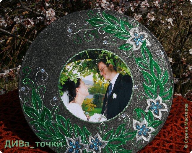 """Здравствуйте, дорогие мастера.  Свадебную тематику я закончила вот таким панно """"Сад любви"""", выполненным на виниле (30см). Это персональный подарок на 10-летие свадьбы моей подруге детства, скоро к ней отправится, будет сюрпризом.  Декупаж фото и роспись, вдохновили меня часы Катюши http://stranamasterov.ru/node/795887  фото 2"""