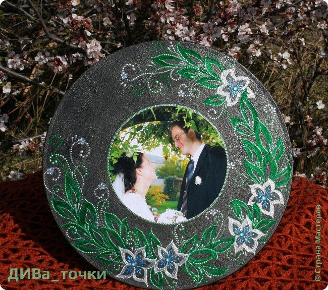 """Здравствуйте, дорогие мастера.  Свадебную тематику я закончила вот таким панно """"Сад любви"""", выполненным на виниле (30см). Это персональный подарок на 10-летие свадьбы моей подруге детства, скоро к ней отправится, будет сюрпризом.  Декупаж фото и роспись, вдохновили меня часы Катюши http://stranamasterov.ru/node/795887  фото 1"""