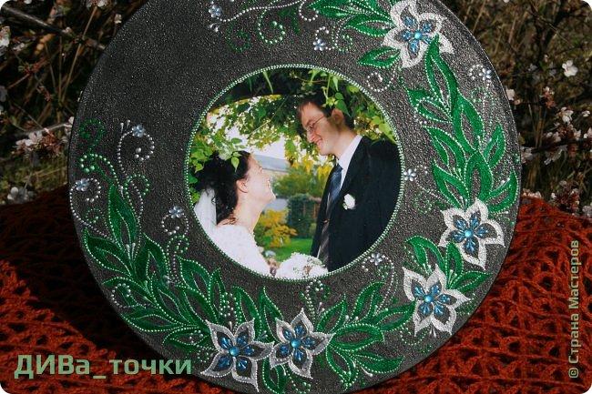 """Здравствуйте, дорогие мастера.  Свадебную тематику я закончила вот таким панно """"Сад любви"""", выполненным на виниле (30см). Это персональный подарок на 10-летие свадьбы моей подруге детства, скоро к ней отправится, будет сюрпризом.  Декупаж фото и роспись, вдохновили меня часы Катюши http://stranamasterov.ru/node/795887  фото 4"""