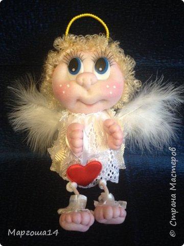 Привет,Страна Мастеров! Сшила несколько ангелочков по МК Елены Лаврентьевой. Это самый большой - 18 см (без ножек). Крылышки из декоративных перьев. фото 1