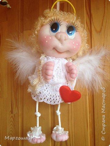 Привет,Страна Мастеров! Сшила несколько ангелочков по МК Елены Лаврентьевой. Это самый большой - 18 см (без ножек). Крылышки из декоративных перьев. фото 2