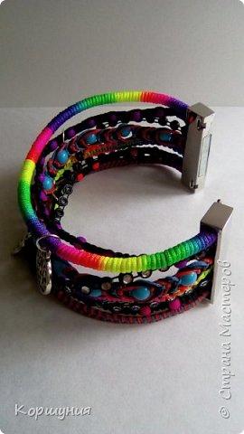 Всем привет.Изготовила очередной браслет.Он состоит как бы из множества фенечек. В одном браслете используются самые актуальные и модные на сегодняшний день техники плетения. фото 3
