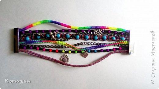 Всем привет.Изготовила очередной браслет.Он состоит как бы из множества фенечек. В одном браслете используются самые актуальные и модные на сегодняшний день техники плетения. фото 4
