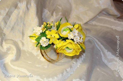 Ободочек яркий и летний с ранункулюсом и цветочками фото 2