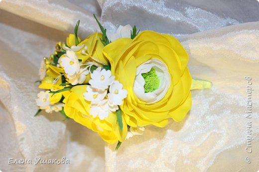 Ободочек яркий и летний с ранункулюсом и цветочками фото 4