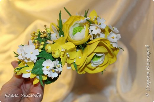 Ободочек яркий и летний с ранункулюсом и цветочками фото 3
