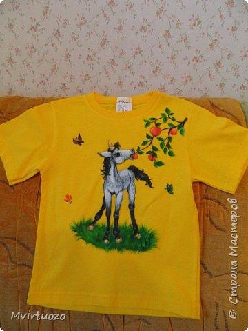 Добрый день.. И снова я со своими футболками.. Снова комплектик - для двух сестренок. Взрослая обожает лошадей, ездит верхом. Ей - конь-огонь! фото 4