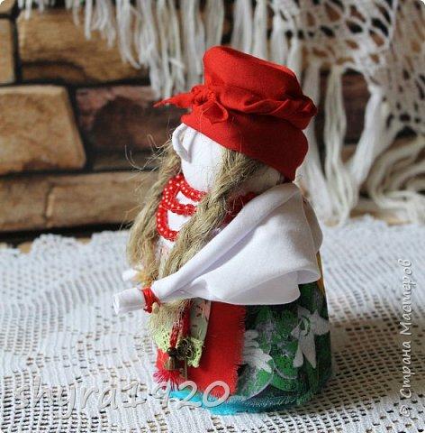 """Эту Бабу Ягу так же делала по МК Натальи Макаровой  """"Ликма"""" на пластиковой бутылке. Первая бирюзовая, по цвету бус на шее. фото 11"""
