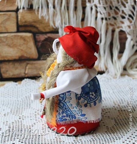 """Эту Бабу Ягу так же делала по МК Натальи Макаровой  """"Ликма"""" на пластиковой бутылке. Первая бирюзовая, по цвету бус на шее. фото 14"""