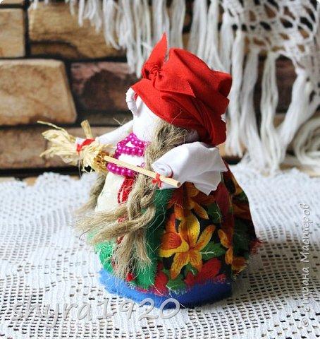 """Эту Бабу Ягу так же делала по МК Натальи Макаровой  """"Ликма"""" на пластиковой бутылке. Первая бирюзовая, по цвету бус на шее. фото 17"""