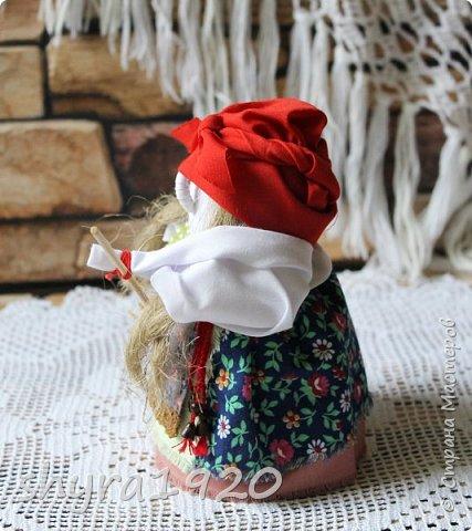 """Эту Бабу Ягу так же делала по МК Натальи Макаровой  """"Ликма"""" на пластиковой бутылке. Первая бирюзовая, по цвету бус на шее. фото 8"""