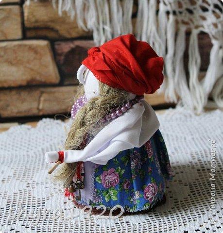 """Эту Бабу Ягу так же делала по МК Натальи Макаровой  """"Ликма"""" на пластиковой бутылке. Первая бирюзовая, по цвету бус на шее. фото 24"""