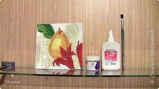 Представляю мой вариант бутылочки всем знакомой формы.:) Использовались салфетки для декупажа, яичная скорлупа, клей ПВА, акриловая краска (аэрозоль и паста) и лак для декоративных работ. фото 11