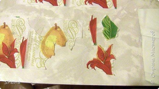 Представляю мой вариант бутылочки всем знакомой формы.:) Использовались салфетки для декупажа, яичная скорлупа, клей ПВА, акриловая краска (аэрозоль и паста) и лак для декоративных работ. фото 12