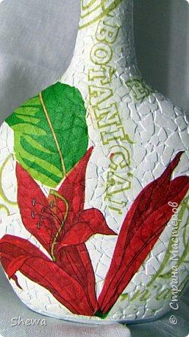 Представляю мой вариант бутылочки всем знакомой формы.:) Использовались салфетки для декупажа, яичная скорлупа, клей ПВА, акриловая краска (аэрозоль и паста) и лак для декоративных работ. фото 14