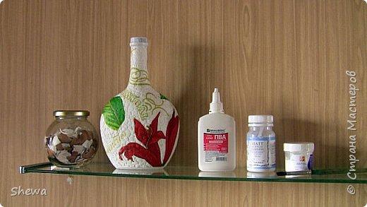 Представляю мой вариант бутылочки всем знакомой формы.:) Использовались салфетки для декупажа, яичная скорлупа, клей ПВА, акриловая краска (аэрозоль и паста) и лак для декоративных работ. фото 3