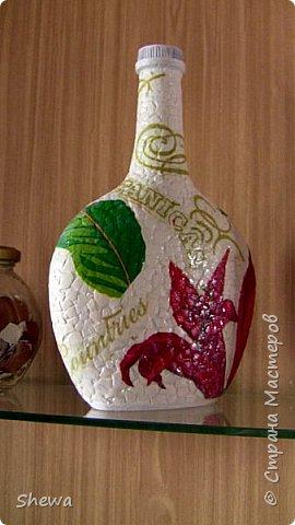 Представляю мой вариант бутылочки всем знакомой формы.:) Использовались салфетки для декупажа, яичная скорлупа, клей ПВА, акриловая краска (аэрозоль и паста) и лак для декоративных работ. фото 20