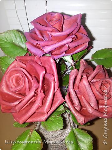 Бордовые розы в вазе фото 5