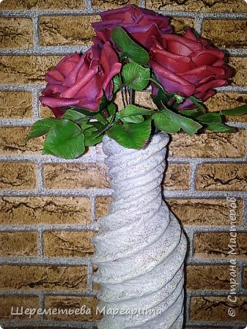 Бордовые розы в вазе фото 2