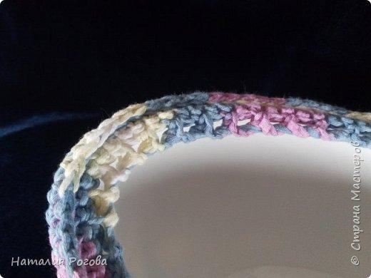 Материалы: кашпо для цветов в форме лодочки, нитки-хлопок, крючок №5,5, лента атласная в тон ниткам. фото 4