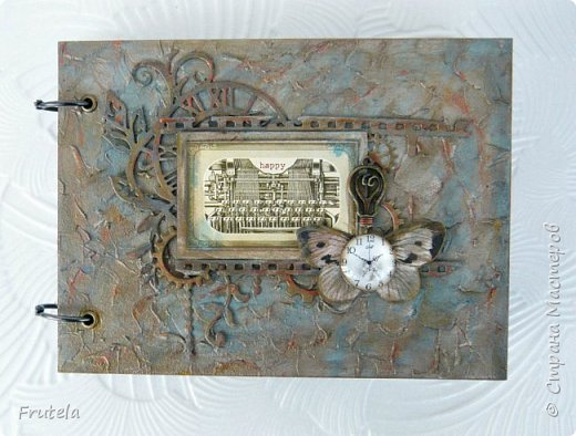 Винтажный альбом размером 14х20 .Основа выполнена из конвертов(туда помещается достаточное количество фото), фоновая бумага состарена и отштампована. фото 3