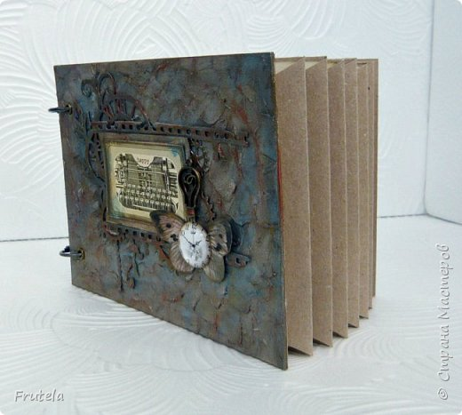 Винтажный альбом размером 14х20 .Основа выполнена из конвертов(туда помещается достаточное количество фото), фоновая бумага состарена и отштампована. фото 2