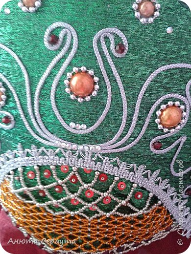 Здравствуйте, творческие жители Страны Мастеров! Этот кокошник я сделала для своих подруг, ведущих шоу программ, на масленицу. Материалы: тесьма, сутаж, бусы ( все по 2 метра), бисер, стразы, бусины, пайетки, термоклей. Спасибо за идею мотива Семаковой Анне http://stranamasterov.ru/node/472737 .  фото 4