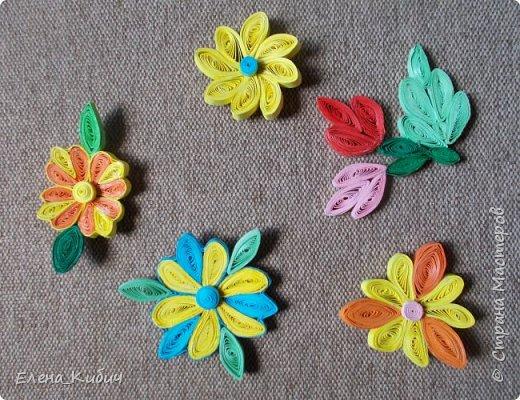 Здравствуйте. Сделала цветы в технике квиллинг. Хотела прикрепить к ним магнитики, но не удалось приклеить. Никто не подскажет - чем клеят магнит?