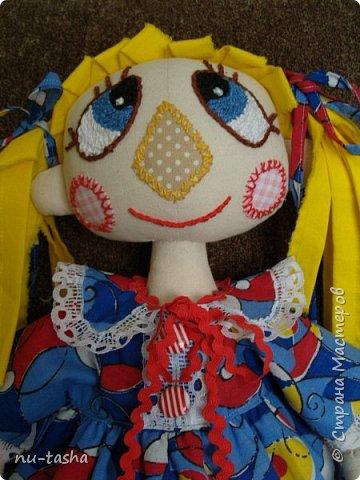 Свершилось! Наконец-то, появился важный повод- 1 год Софии- и я сшила вот такую куклу в подарок любимой девочке. Очень давно смотрела на кукол Светланы Хачиной, собиралась, да все руки не доходили.... Светлана, большое спасибо за подробные МК и поддержку при шитье.  фото 10