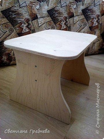 """Сын подарил табурет для дачи, сделал сам - из дерева может любой предмет мебели сотворить!!! Подарил со словами: """"Оформишь сама, ну как ты умеешь, что - нибудь эдакое"""" фото 1"""
