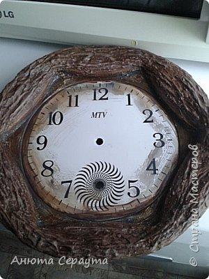 """Здравствуйте, творческие жители Страны! К вашему вниманию часы """"переделка"""", для мамы. Материалы: молярный скотч, термоклей, алебастр, акриловые краски, лак, фоамиран. фото 6"""