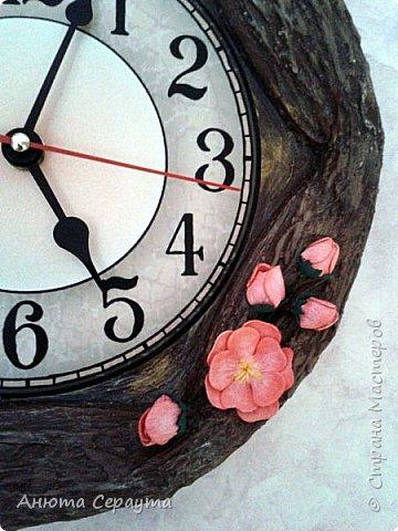 """Здравствуйте, творческие жители Страны! К вашему вниманию часы """"переделка"""", для мамы. Материалы: молярный скотч, термоклей, алебастр, акриловые краски, лак, фоамиран. фото 9"""