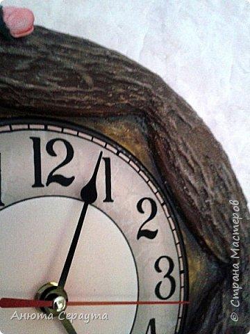 """Здравствуйте, творческие жители Страны! К вашему вниманию часы """"переделка"""", для мамы. Материалы: молярный скотч, термоклей, алебастр, акриловые краски, лак, фоамиран. фото 8"""