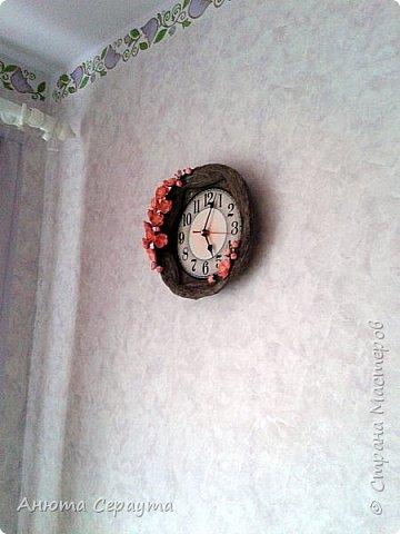"""Здравствуйте, творческие жители Страны! К вашему вниманию часы """"переделка"""", для мамы. Материалы: молярный скотч, термоклей, алебастр, акриловые краски, лак, фоамиран. фото 11"""
