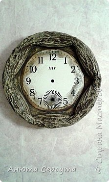 """Здравствуйте, творческие жители Страны! К вашему вниманию часы """"переделка"""", для мамы. Материалы: молярный скотч, термоклей, алебастр, акриловые краски, лак, фоамиран. фото 5"""