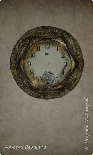 """Здравствуйте, творческие жители Страны! К вашему вниманию часы """"переделка"""", для мамы. Материалы: молярный скотч, термоклей, алебастр, акриловые краски, лак, фоамиран. фото 7"""