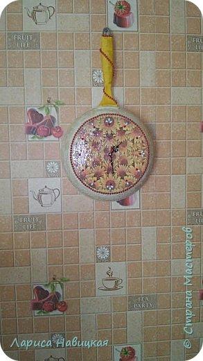 Сделала себе на кухню часы с помощью отслужившей свой сковородный век когда то дорогущей сковороды. Пусть теперь поработает часами. фото 9