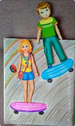 Доброго времени суток! Вот решила поделиться с вами своим видением бумажного кукольного домика, результатом своего труда. Этот бумажный домик был мною сделан для моей крестницы. Уж очень много у неё накопилось бумажных кукол :) фото 20