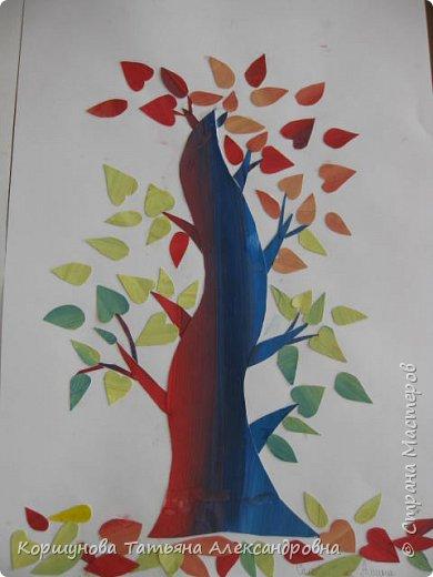 Ребята делали осеннее дерево из авторской бумаги, а когда их стало много , то  получился осенний парк.  фото 3