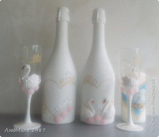 Свадьба у коллеги на работе.Попросила она меня сделать набор на свадьбу: 2 бутылки,бокалы.очаг. Долго смотрели варианты, определялись в цветах. Выбрала лебедей. фото 5