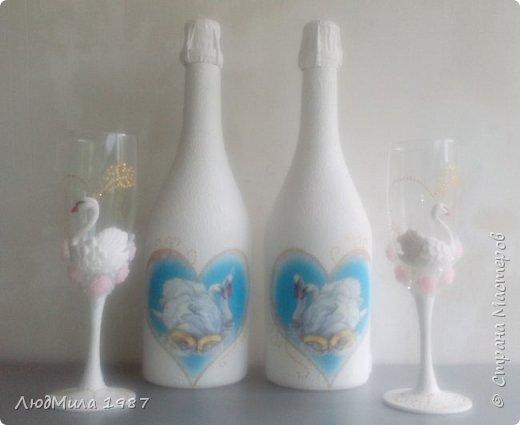 Свадьба у коллеги на работе.Попросила она меня сделать набор на свадьбу: 2 бутылки,бокалы.очаг. Долго смотрели варианты, определялись в цветах. Выбрала лебедей. фото 6