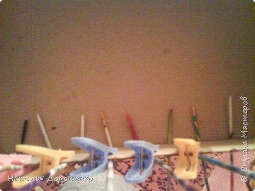 Итак снизу вверх: 1. Коробушка на колесиках с любимой и удобной ручкой. 2. Тумбочка (табуретка)из лозы. 3.Люлька из трубочек(мамина работа-подарок мне для мишек) фото 3