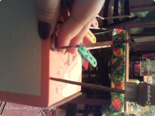 Итак снизу вверх: 1. Коробушка на колесиках с любимой и удобной ручкой. 2. Тумбочка (табуретка)из лозы. 3.Люлька из трубочек(мамина работа-подарок мне для мишек) фото 4