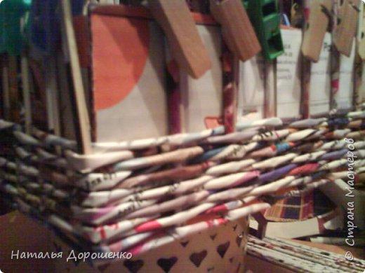 Итак снизу вверх: 1. Коробушка на колесиках с любимой и удобной ручкой. 2. Тумбочка (табуретка)из лозы. 3.Люлька из трубочек(мамина работа-подарок мне для мишек) фото 6